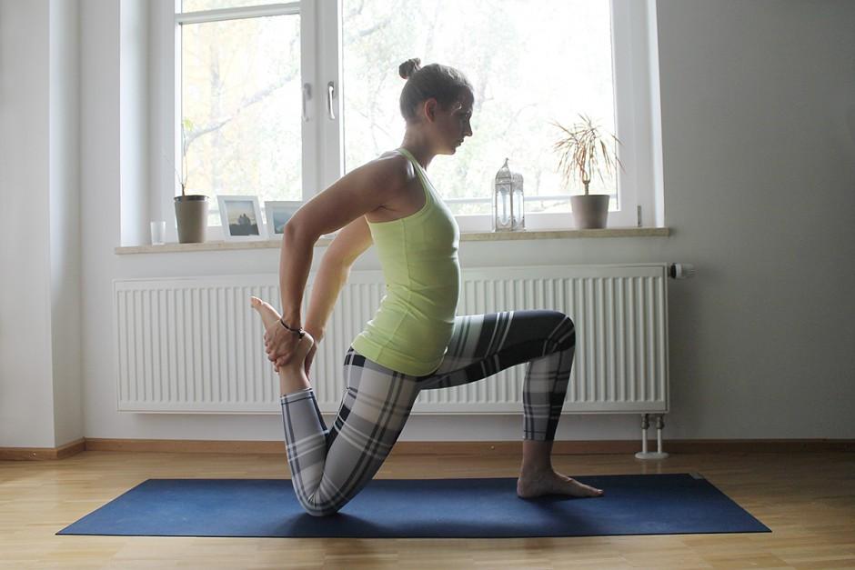 www.wildandfit.net-yoga-laeufer-laufen-ausfallschritt-quadrizeps