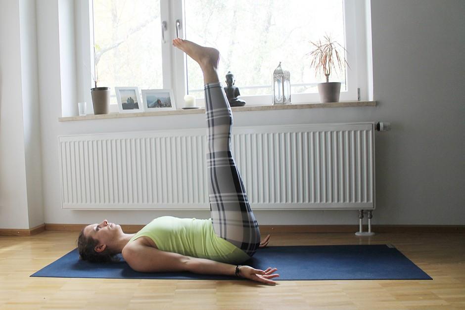 www.wildandfit.net-yoga-laeufer-laufen-kerze