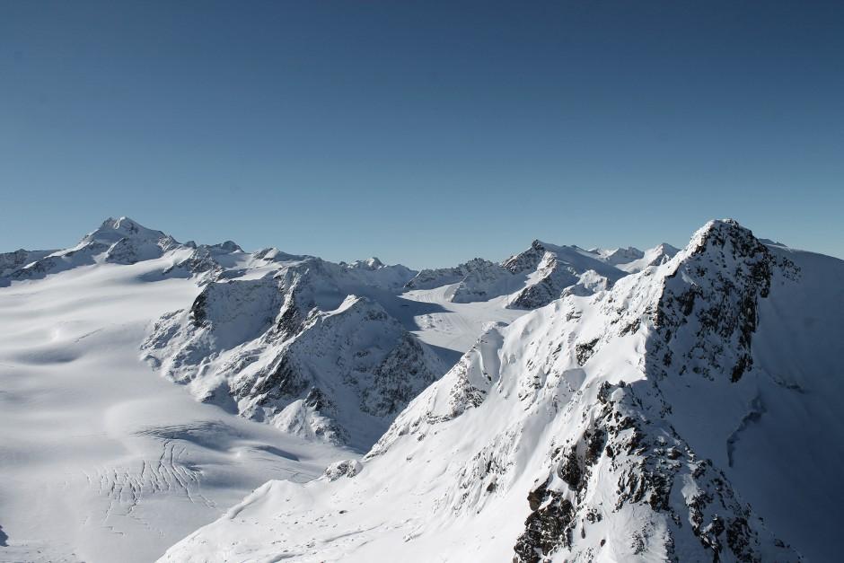 soelden-oesterreich-5-gletscher-freunde-skifahren-skigebiet-oetztal_12