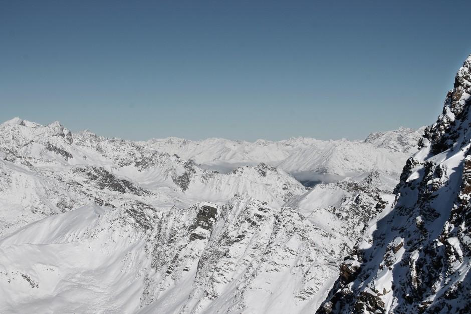 soelden-oesterreich-5-gletscher-freunde-skifahren-skigebiet-oetztal_15