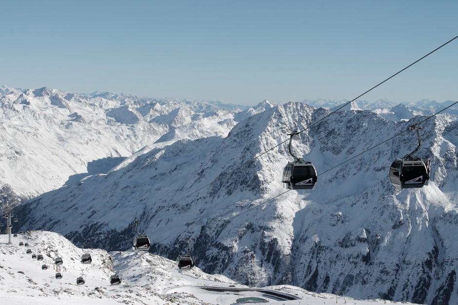 soelden-oesterreich-5-gletscher-freunde-skifahren-skigebiet-oetztal_25