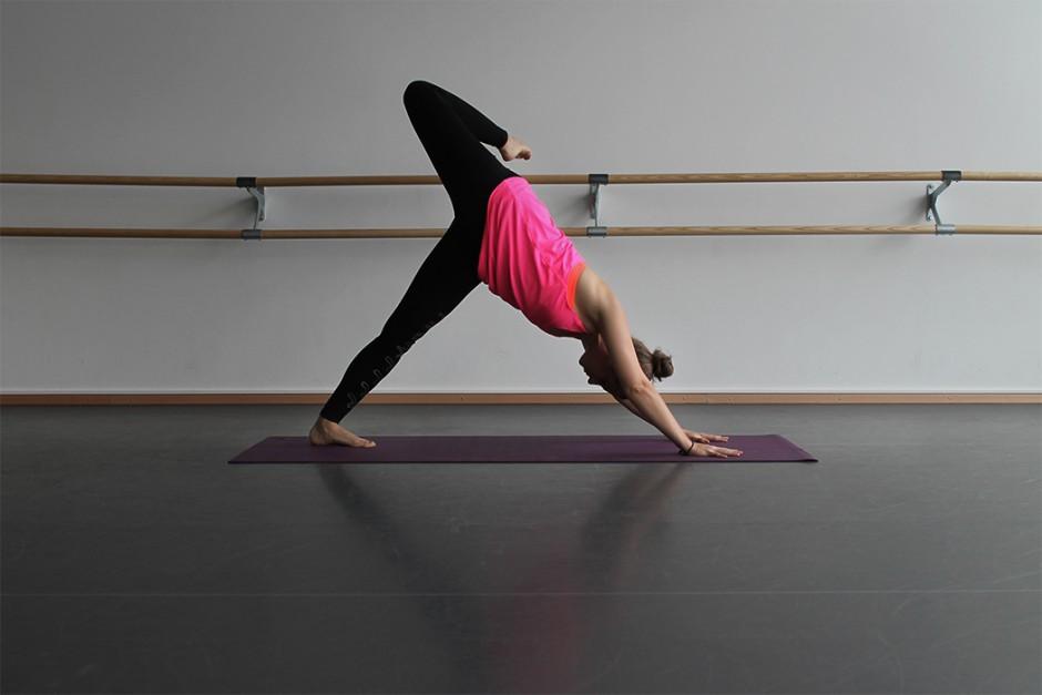 wildandfit-hunkemoeller-hkmx-kollektion-yoga-routine-morgen-4
