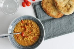 Asiatische Linsen Suppe mit Tomaten
