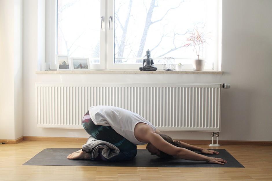 wildandfit-yoga-decke-hilfsmittel-unterstuetzen-kindshaltung1