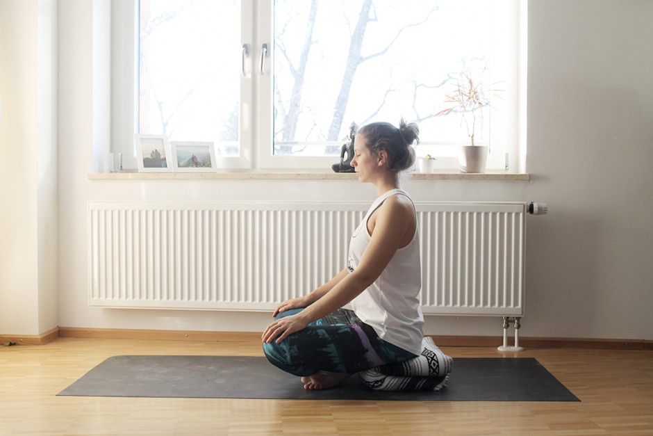 wildandfit-yoga-decke-hilfsmittel-unterstuetzen-meditieren