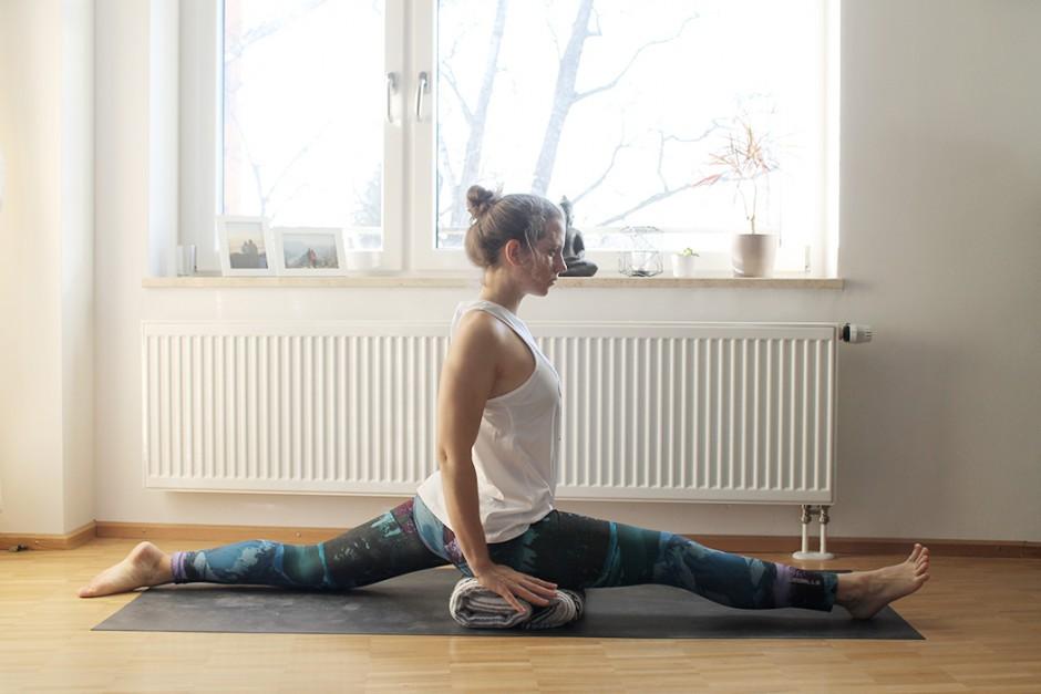 wildandfit-yoga-decke-hilfsmittel-unterstuetzen-spagat