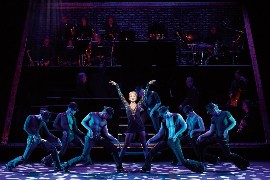 CHICAGO - DAS MUSICAL Ab 11.10.2015 im Stage Theater des Westens Berlin Infos auf musicals.de Szene mit Carien Keizer als Roxie Hart und ihren Jungs