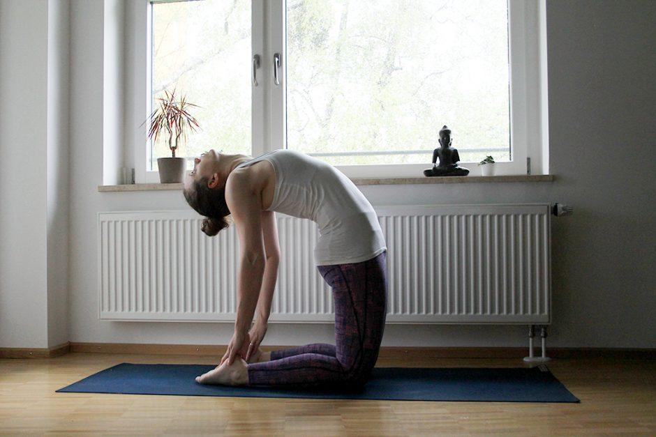 wildandfit_wandern_yoga_vorbereitung_beine-Camel