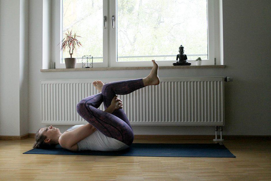 wildandfit_wandern_yoga_vorbereitung_beine-pretzel