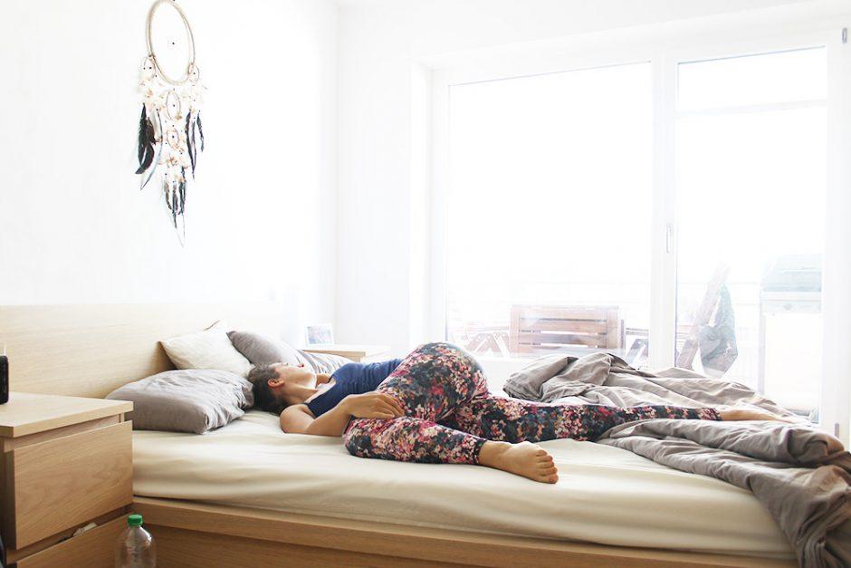 5 bungen die du noch vor dem aufstehen machen solltest. Black Bedroom Furniture Sets. Home Design Ideas